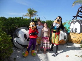 Top 10 Photo Opportunities on Disney's Castaway Cay - Max & Goofy