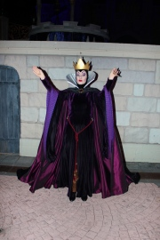 The Evil Queen - Mickey's No So Scary Halloween Party