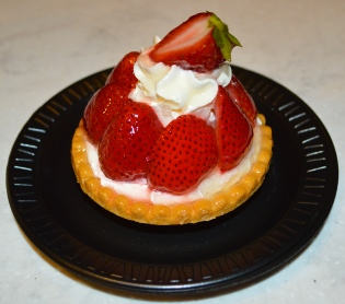 Top 15 Snacks and Desserts at Walt Disney World - Strawberry Tart